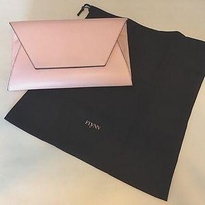 NEW FLYNN Clutch, Purse, Fergie Rosa-Soft Pink